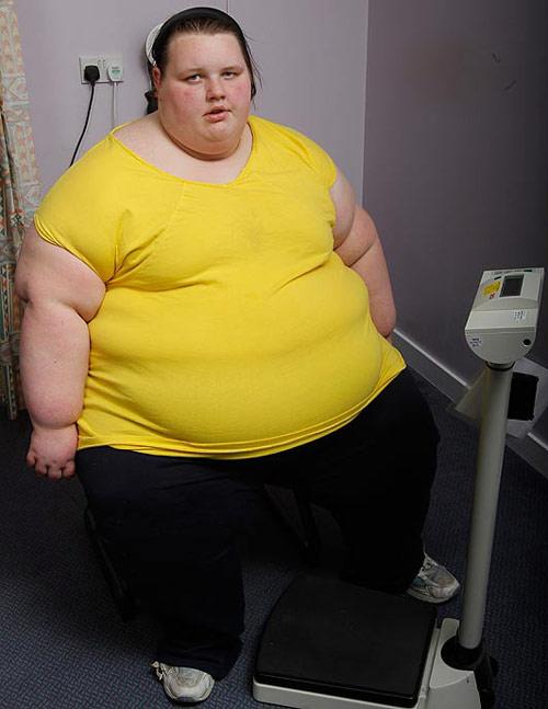 Thiếu nữ 19 tuổi nặng 400 kg - 1