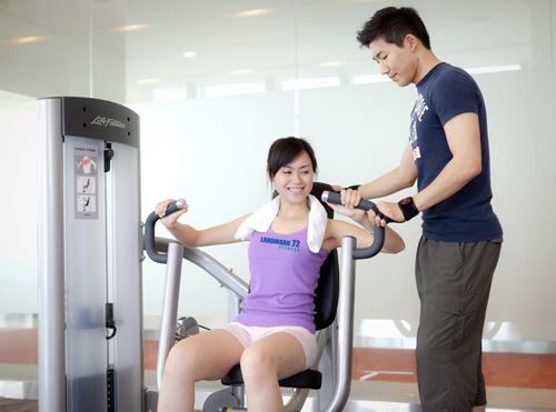 """""""Tóm"""" Miss Teen Linh Hàn đi tập thể dục - 8"""