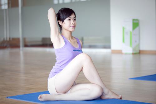 """""""Tóm"""" Miss Teen Linh Hàn đi tập thể dục - 2"""
