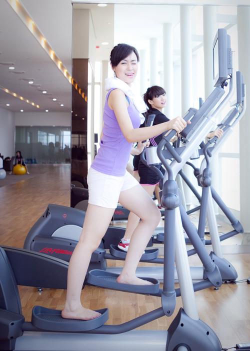 """""""Tóm"""" Miss Teen Linh Hàn đi tập thể dục - 4"""