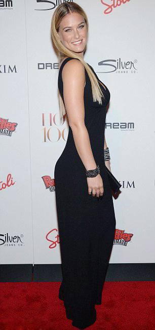 Kristen Stewart phô bờ ngực trắng ngần - 16