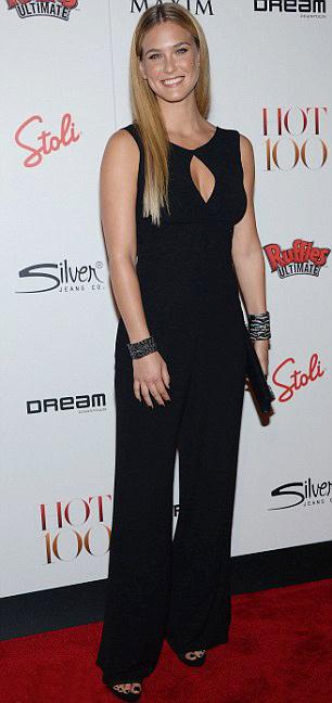 Kristen Stewart phô bờ ngực trắng ngần - 17