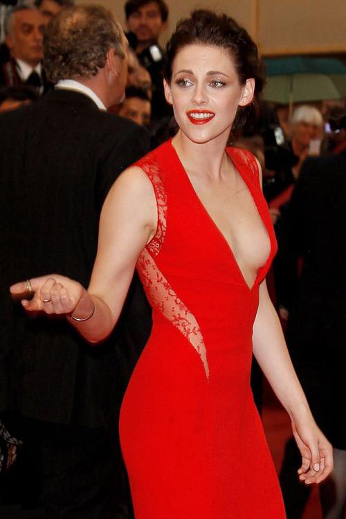 Kristen Stewart phô bờ ngực trắng ngần - 1