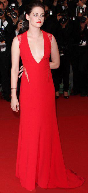 Kristen Stewart phô bờ ngực trắng ngần - 6