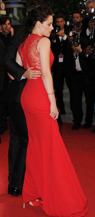 Kristen Stewart phô bờ ngực trắng ngần - 3