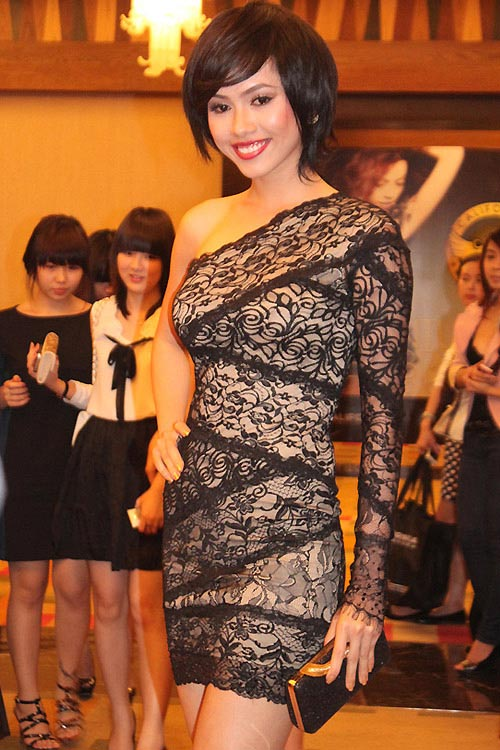 Người đẹp Việt kém duyên với tóc giả - 8