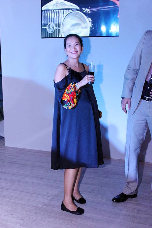 Linh Nga bầu bí vẫn chọn giày cao - 11