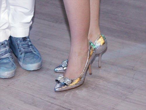 Linh Nga bầu bí vẫn chọn giày cao - 5