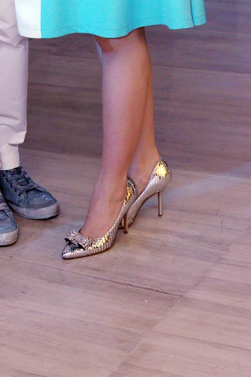 Linh Nga bầu bí vẫn chọn giày cao - 4