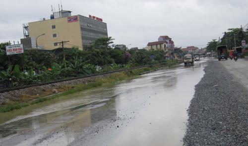 QL 1A ngập úng nghiêm trọng vì mưa lớn - 10