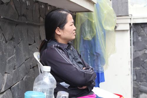 Người Hà Nội mặc áo rét giữa mùa hè - 7