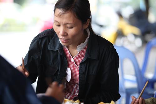 Người Hà Nội mặc áo rét giữa mùa hè - 11