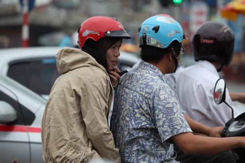 Người Hà Nội mặc áo rét giữa mùa hè - 6