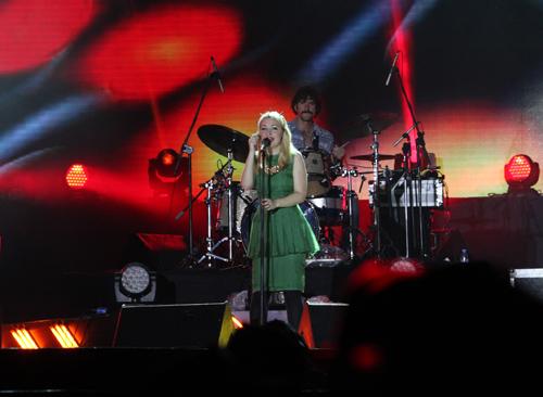 Fans Việt ngất xỉu trong đêm MTV EXIT - 1