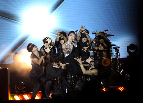 Fans Việt ngất xỉu trong đêm MTV EXIT - 7