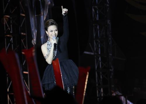 Fans Việt ngất xỉu trong đêm MTV EXIT - 3