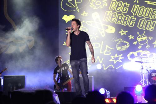 Fans Việt ngất xỉu trong đêm MTV EXIT - 9