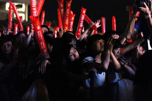 Fans Việt ngất xỉu trong đêm MTV EXIT - 14