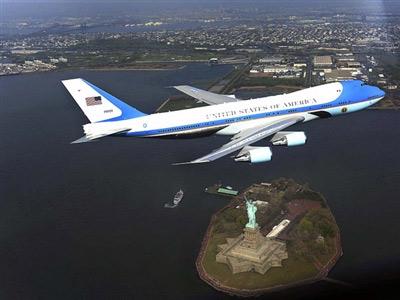 Chuyên cơ của TT Mỹ ngốn gần 200.000 USD/1 giờ bay - 1