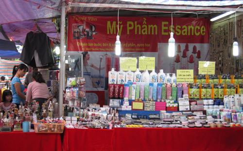 Hội chợ trẻ em bán... đồ người lớn - 8