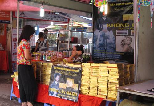 Hội chợ trẻ em bán... đồ người lớn - 9