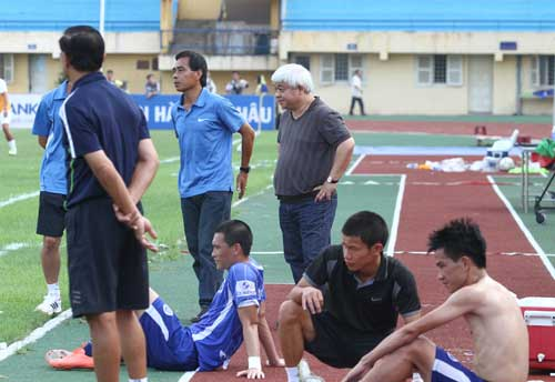 Bầu Kiên trổ tài, CLB Hà Nội thắng phút chót - 1