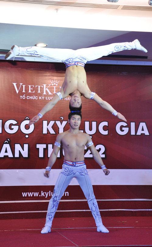 Nghẹt thở với màn nhào lộn của kỷ lục gia Việt Nam - 9