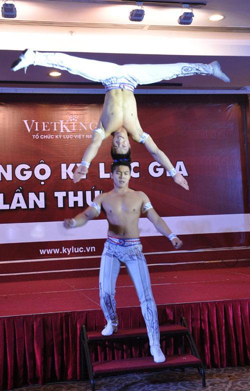 Nghẹt thở với màn nhào lộn của kỷ lục gia Việt Nam - 11
