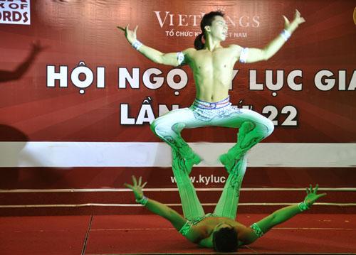 Nghẹt thở với màn nhào lộn của kỷ lục gia Việt Nam - 4
