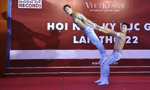 Nghẹt thở với màn nhào lộn của kỷ lục gia Việt Nam - 5