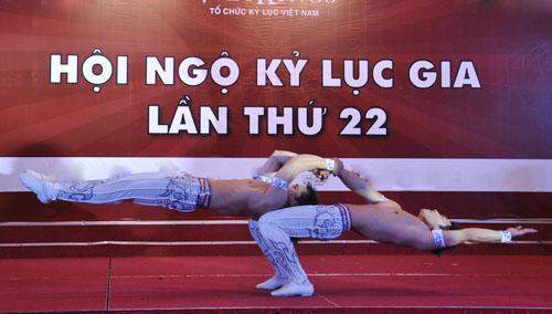 Nghẹt thở với màn nhào lộn của kỷ lục gia Việt Nam - 2