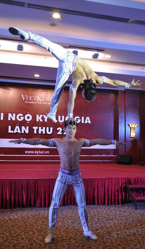 Nghẹt thở với màn nhào lộn của kỷ lục gia Việt Nam - 8