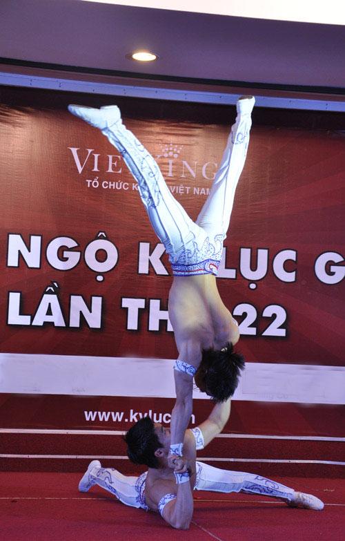 Nghẹt thở với màn nhào lộn của kỷ lục gia Việt Nam - 7