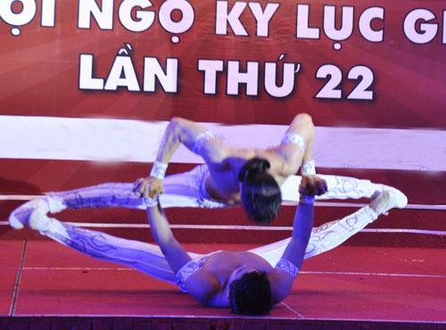 Nghẹt thở với màn nhào lộn của kỷ lục gia Việt Nam - 3