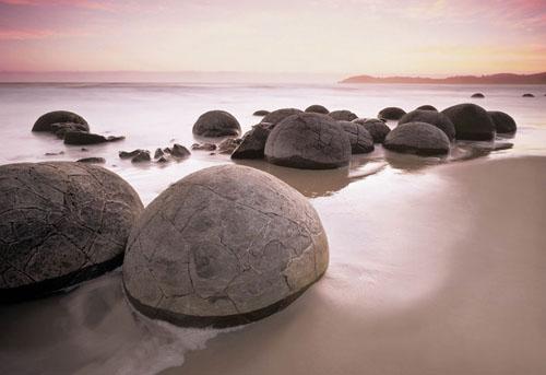Bí ẩn những bãi đá tròn kỳ lạ - 1