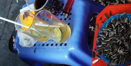 Nguy cơ nhiễm độc từ trà chanh vỉa hè - 1