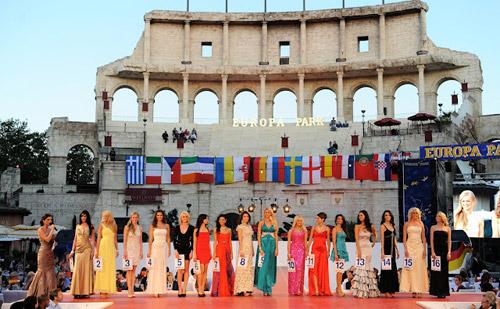 Người đẹp Nga là Hoa hậu EURO 2012 - 1
