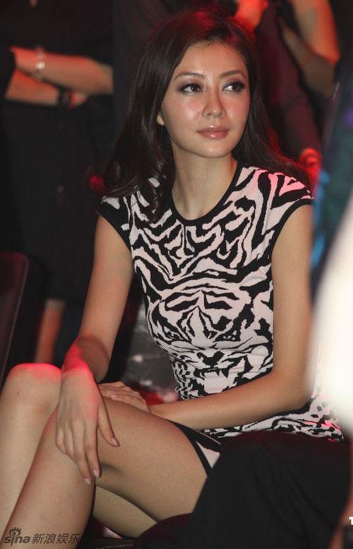 """Lưu Gia Linh mắc lỗi make-up """"ngớ ngẩn"""" - 12"""