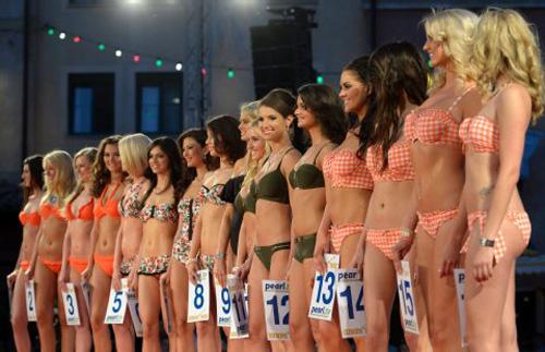 Người đẹp Nga là Hoa hậu EURO 2012 - 4