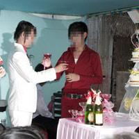 Thêm một đám cưới đồng tính ở miền Tây