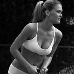 Thời trang - Ngắm Bar Refaeli mặc nội y chơi tennis