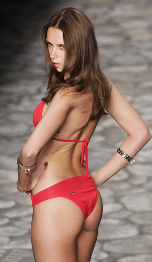 """""""Cháy"""" vì sàn catwalk sexy nhất thế giới - 16"""