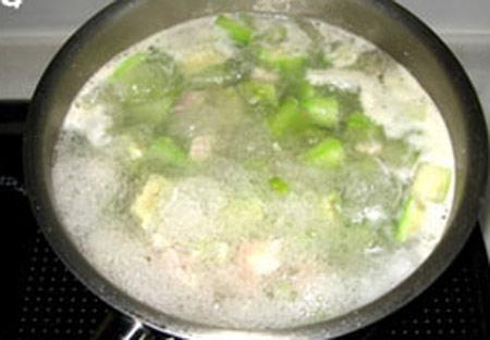 Canh mướp nấu thịt đậm đà bữa cơm chiều - 4