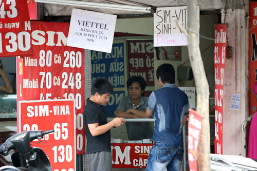 Bán SIM khuyến mại tràn lan: Nhiều đại lý bất chấp quy định - 1