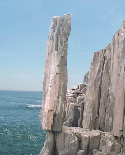 """10 tảng đá """"chênh vênh"""" nổi tiếng nhất thế giới - 3"""