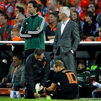 Sneijder chn thng, H Lan thp thm