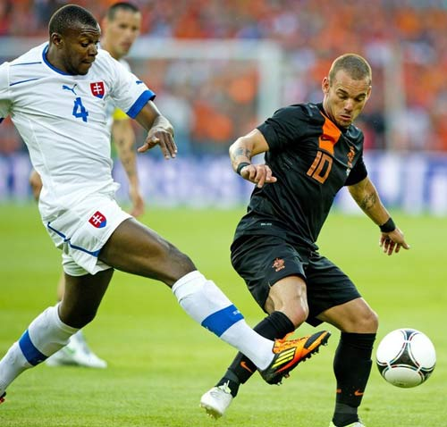 Sneijder chn thng, H Lan thp thm, Bng , sneijder chan thuong, sneijder dinh chan thuong, dt ha lan, sneijder, tien ve sneijder, ha lan thang slovakia, hlv van marwijk, ha lan vs slovakia, video ha lan slovakia, euro 2012, lich thi dau euro, lich thi dau euro 2012, lich euro, lich dau euro, lich euro 2012