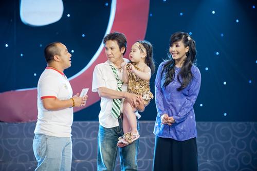 Kiều Oanh tái xuất cùng chồng con - 1