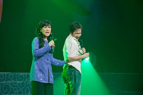 Kiều Oanh tái xuất cùng chồng con - 2