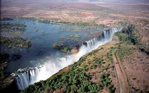 Vẻ đẹp kỳ vĩ của thác nước Victoria - 1